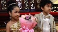 Ταϊλάνδη: Πάντρεψαν δίδυμα εξάχρονα (φωτο)