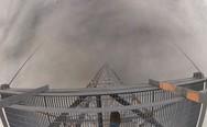 Αλλάζοντας λάμπα σε πύργο ύψους 610 μέτρων (video)