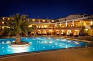 Δαπάνες-ρεκόρ για ξενοδοχεία και εστιατόρια από τους Έλληνες