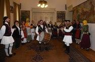Παγκαλαβρυτινός και Λαογραφικός 'έσυραν' χορό στο δημαρχείο της Πάτρας (pics)