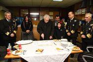 Πρωτοχρονιά στο λιμάνι του Πειραιά και υποδοχή του πλοίου 'Μπλου Σταρ Δήλος' (φωτο)