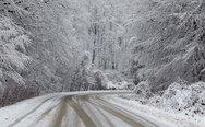 Σε κλοιό χιονιά η χώρα