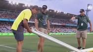 Ποδοσφαιριστής... έσπασε το δοκάρι (video)