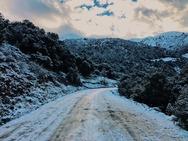 Στην κορυφή του Παναχαϊκού - Όλα τα 'σκέπασε' ο χιονιάς!