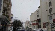 Χιονίζει στο κέντρο της Θεσσαλονίκης