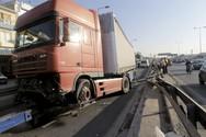 Τροχαίο στην Πάτρα - Ι.Χ. συγκρούστηκε με νταλίκα