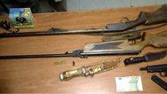 Κάτι από... Ράμπο - Βέργες, καραμπίνες και πιστόλια είχαν στα σπίτια τους, στην Πάτρα!