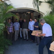 Ο Τζορτζ Μπους μοίρασε πίτσες στους πράκτορες ασφαλείας του (φωτο)