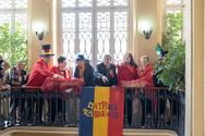 Σε ρυθμούς Καρναβαλιού 'κινείται' η Πάτρα - Παραδόθηκε το λάβαρο στο Δημαρχείο (φωτο)