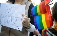 Ποινή φυλάκισης σε παρουσιαστή που πήρε συνέντευξη από ομοφυλόφιλο