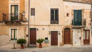 Μανία για τα σπίτια με ένα ευρώ στη Σικελία (video)