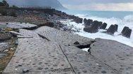 Κρήτη: Τα κύματα διέλυσαν προβλήτα στην Αγία Ρούμελη (φωτο)