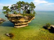 ΗΠΑ - Ένας 'μοναχικός' βράχος στη λίμνη