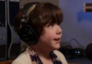 Κοριτσάκι δίνει 'πληρωμένη' απάντηση σε δημοσιογράφο (video)