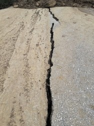 Αχαΐα - Κλιμάκιο του ΙΓΜΕ στο Καλέντζι για τα αίτια της κατολίσθησης (φωτο)