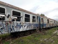 Πάτρα - Αγγίζοντας τα σκουριασμένα βαγόνια στον σταθμό του Αγίου Ανδρέα (φωτο)
