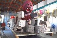 Αυτός είναι ο τεράστιος γορίλας του φετινού Πατρινού Καρναβαλιού (pics+video)