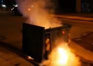 Τρίκαλα: 30χρονος έβαζε φωτιά σε κάδους (video)