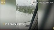 Ινδονησία - Αεροσκάφος γλίστρησε στο διάδρομο προσγείωσης (video)