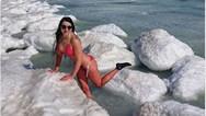 Ρωσίδες βουτούν στα παγωμένα νερά του Βλαδιβοστόκ (video)