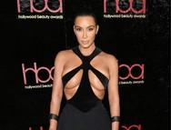 Kim Kardashian - Εμφάνιση με σούπερ σέξι φόρεμα! (φωτο)
