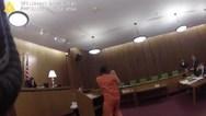 ΗΠΑ - Επιτέθηκε στο δικηγόρο του, όταν άκουσε την απόφαση του δικαστή (video)