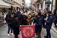 Πάτρα: Οι Τραγουδιστάδες τση Ζάκυνθος έκαναν περατζάδα στη Ρήγα Φεραίου (pics)