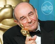 Πέθανε ο Στάνλεϊ Ντόνεν, ο σκηνοθέτης της ταινίας 'Τραγουδώντας στη βροχή'!