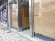 Ένα ακόμα εμπορικό μαγαζί στο κέντρο της Πάτρας, κατέβασε ρολά (pics)