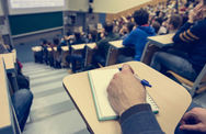 Πάτρα: Καθηγητής Πανεπιστημίου έχει 'ταράξει' τους φοιτητές στα 3άρια, στα 4άρια και στα 5άρια!