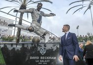 David Beckham - Έγινε... άγαλμα στο Λος Άντζελες (video)