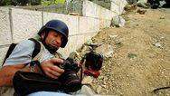 Το Facebook έκοψε μια από τις εμβληματικές φωτογραφίες του Γιάννη Μπεχράκη