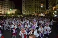 H νυχτερινή ποδοράτη του Πατρινού Καρναβαλιού έχει άλλη χάρη (video)