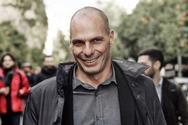 Ο Γιάνης Βαρουφάκης ήρθε στην Πάτρα και συνομίλησε με πολίτες και συλλόγους