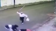Παππούς αποτρέπει κλέφτη με τη... μαγκούρα του (video)