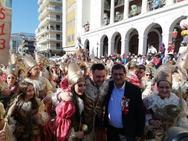 Πάτρα: Της ζήτησε να παντρευτούν εν μέσω της καρναβαλικής παρέλασης (pics+video)