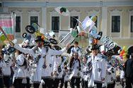 Ατελείωτο κέφι και πανδαισία χρωμάτων στην Μεγάλη Παρέλαση του Πατρινού Καρναβαλιού (pics)