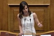Η Έφη Αχτσιόγλου τα ρίχνει στους δημοσκόπους για τα ποσοστά του ΣΥΡΙΖΑ