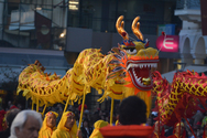 Πάτρα: Οι χορευτές του Κινέζικου Δράκου εντυπωσίασαν τον κόσμο και στις παρελάσεις (pics)