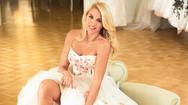 Τα καυτά φιλιά της Κωνσταντίνας Σπυροπούλου με γνωστό επιχειρηματία (video)
