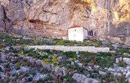 Tο εκκλησάκι της Παναγίας της Ρετουνιώτισσας στο Μαύρο Όρος του Αράξου (video)