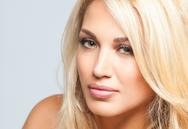 Η Κωνσταντίνα Σπυροπούλου έπαθε έγκαυμα στο χέρι (video)