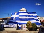 Αργολίδα: Κάτοικος τύλιξε το σπίτι του με Ελληνική σημαία