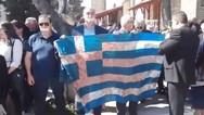 Με μία ματωμένη σημαία διαμαρτυρήθηκαν κάτοικοι στην Κοζάνη (video)