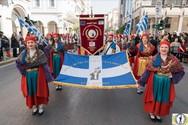 Πάτρα: Ο Παγκαλαβρυτινός Σύλλογος 'άνοιξε' την παρέλαση της 25ης Μαρτίου (φωτο)
