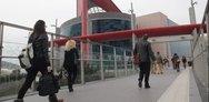 Πτώση γυναίκας στο Mall: Tην είδαν ξαφνικά να βουτάει στο κενό