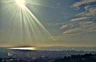 Η στιγμή που ο ήλιος χαρίζει το φως του στην Πάτρα
