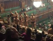Γυμνή διαμαρτυρία για την κλιματική αλλαγή στη βρετανική Βουλή (φωτο)