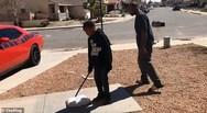 Πατέρας αναγκάζει το γιο του να διαλύσει το... Playstation (φωτο)