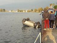 Πάτρα - Αυτοκίνητο έπεσε στη θάλασσα (φωτο)